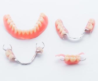 保険の入れ歯と自費の入れ歯の違い