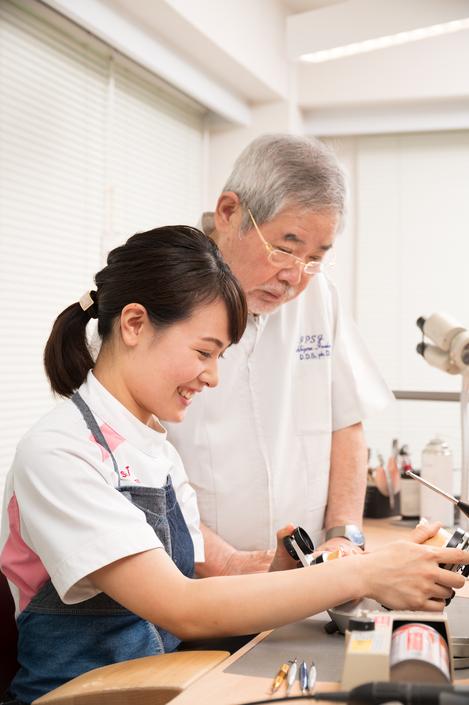 歯科医師だけではなく歯科技工士の教育にも携わってきました